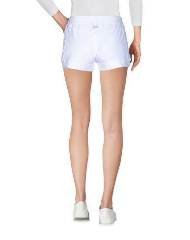 Фото 2 - Повседневные шорты от VDP CLUB белого цвета