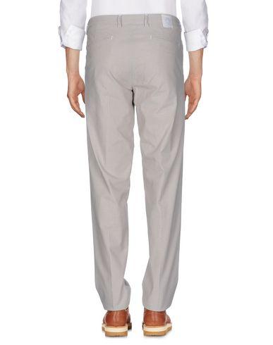 Фото 2 - Повседневные брюки от DIMATTIA бежевого цвета