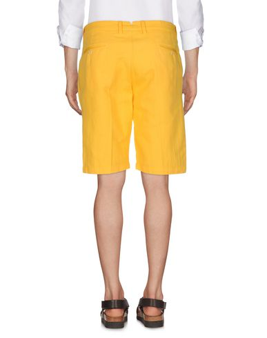 Фото 2 - Мужские бермуды ASPESI желтого цвета