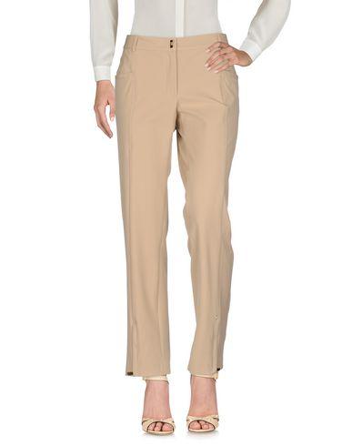 Фото - Повседневные брюки от VDP CLUB бежевого цвета