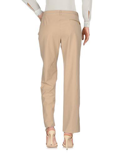 Фото 2 - Повседневные брюки от VDP CLUB бежевого цвета