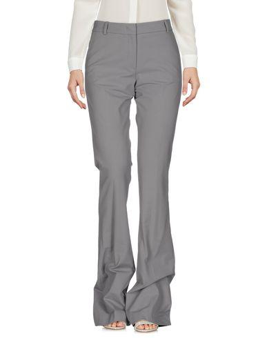 Фото - Повседневные брюки от QL2  QUELLEDUE светло-серого цвета