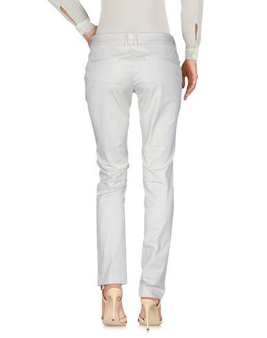 Фото 2 - Повседневные брюки от SIVIGLIA бежевого цвета