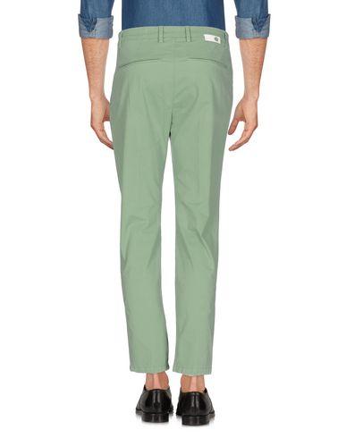 Фото 2 - Повседневные брюки от HAIKURE светло-зеленого цвета
