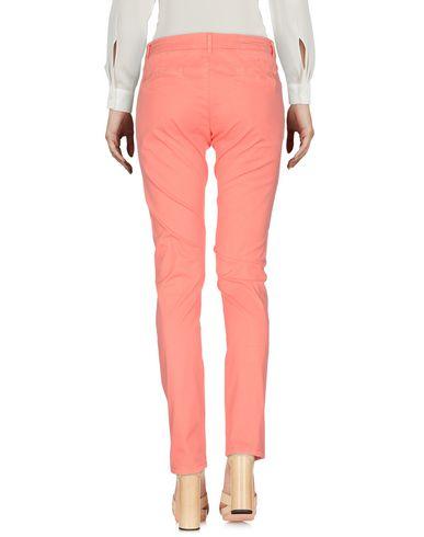 Фото 2 - Повседневные брюки от SUN 68 лососево-розового цвета