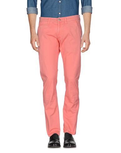 Фото - Повседневные брюки от SUN 68 кораллового цвета
