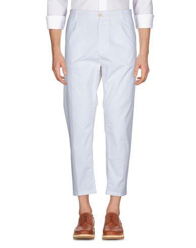 Фото 2 - Повседневные брюки от HAIKURE белого цвета