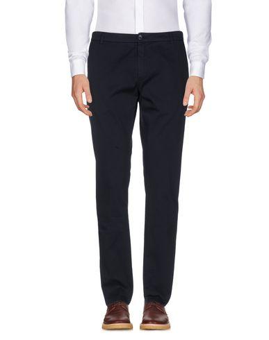 Фото - Повседневные брюки от DEPARTMENT 5 темно-синего цвета