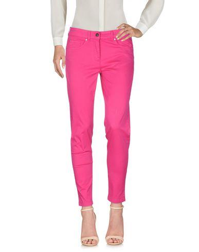 Фото - Повседневные брюки от 19.70 NINETEEN SEVENTY цвета фуксия