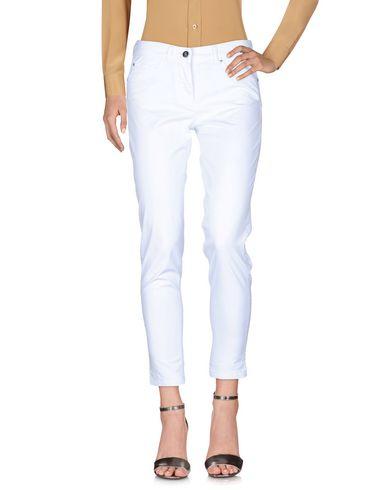 Фото - Повседневные брюки от 19.70 NINETEEN SEVENTY белого цвета