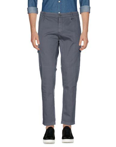 Фото - Повседневные брюки от DANIELE ALESSANDRINI HOMME свинцово-серого цвета
