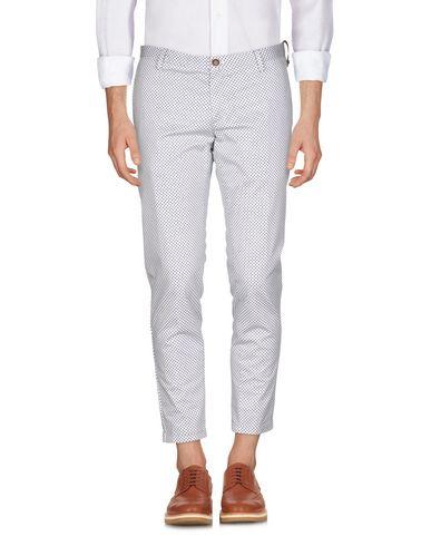 Фото - Повседневные брюки от AT.P.CO белого цвета