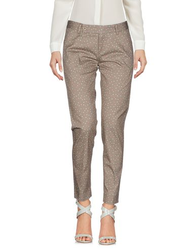 Фото - Повседневные брюки от TRUE TRADITION серого цвета