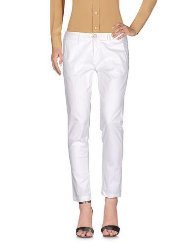 Фото - Повседневные брюки белого цвета