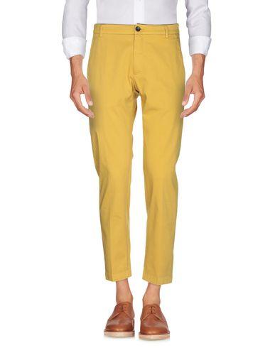 Фото 2 - Повседневные брюки от DEPARTMENT 5 цвет охра