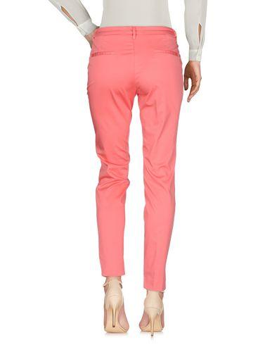 Фото 2 - Повседневные брюки кораллового цвета