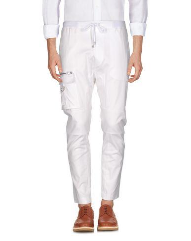 Фото - Повседневные брюки от URBAN LES HOMMES белого цвета