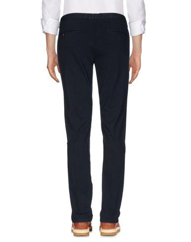 Фото 2 - Повседневные брюки от CIRCOLO 1901 темно-синего цвета