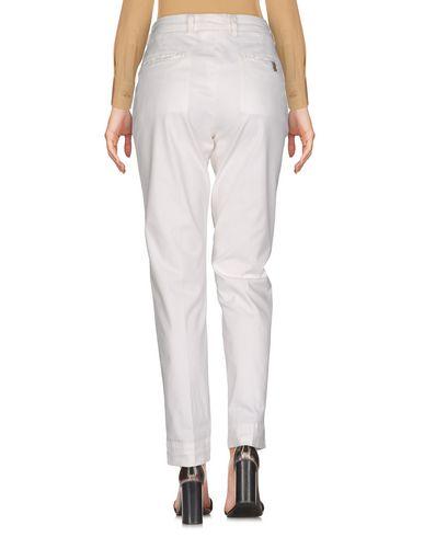 Фото 2 - Повседневные брюки от ATELIER NOTIFY белого цвета