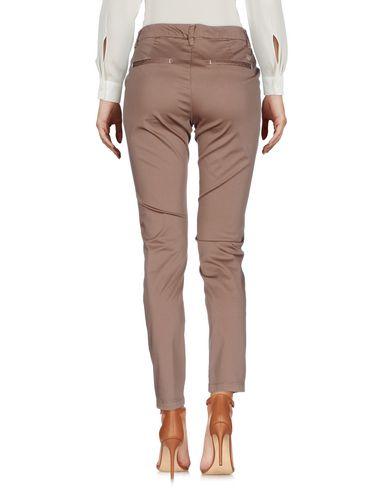 Фото 2 - Повседневные брюки от AT.P.CO цвета хаки