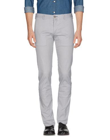 Фото - Повседневные брюки от DANDI светло-серого цвета