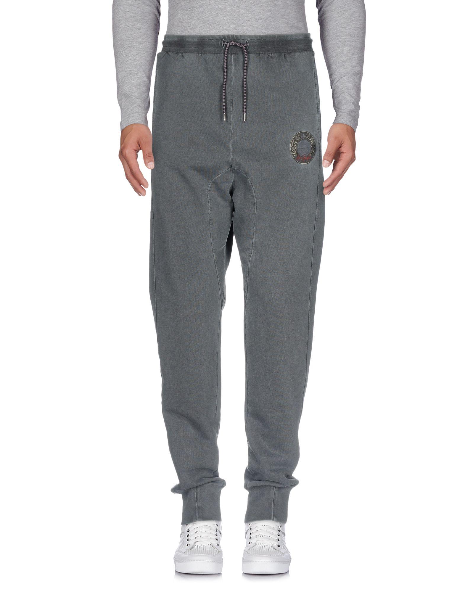 цена VIVIENNE WESTWOOD MAN Повседневные брюки онлайн в 2017 году