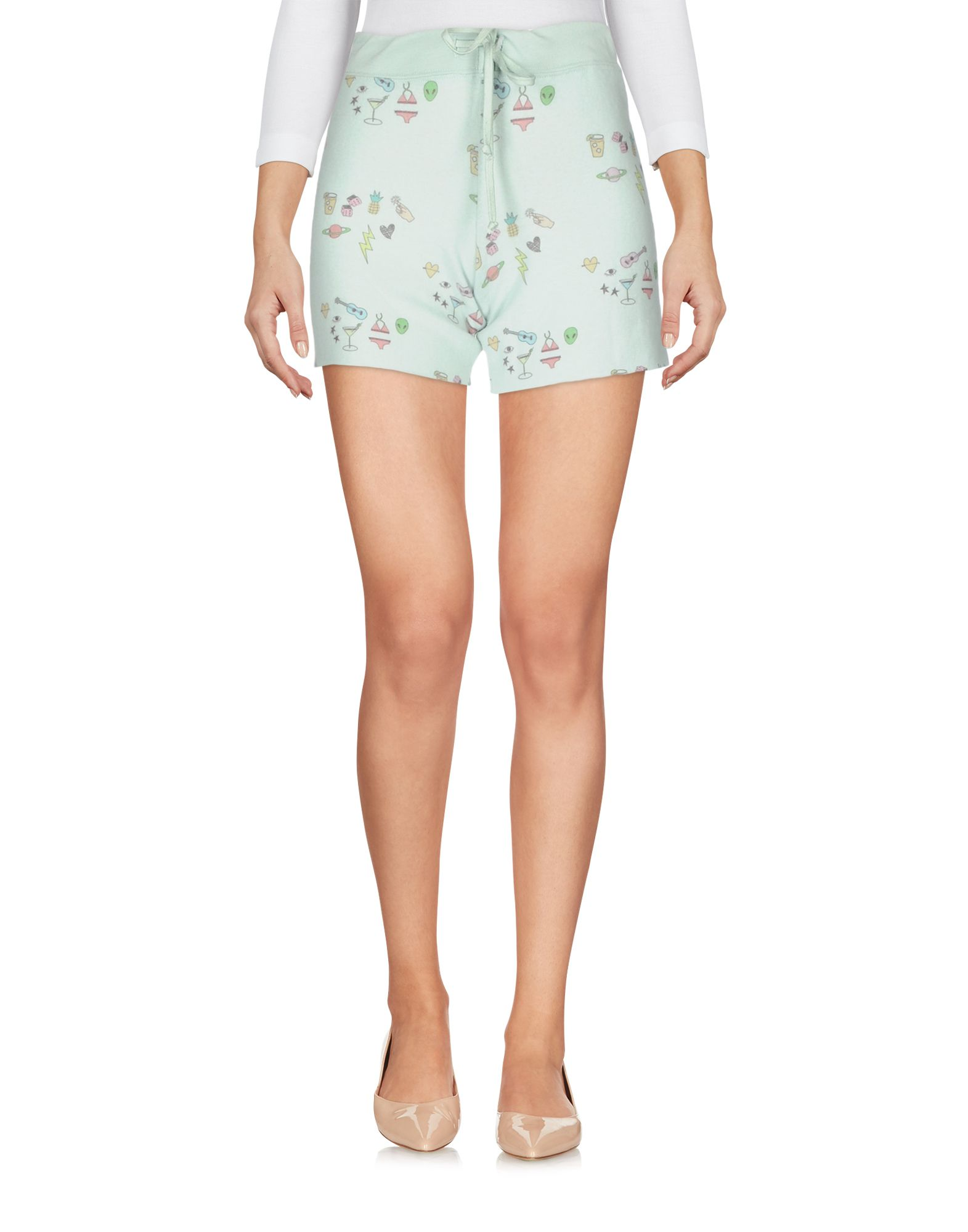 ALL THINGS FABULOUS Shorts & Bermuda in Light Green