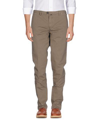 Купить Повседневные брюки от NEW ENGLAND цвета хаки