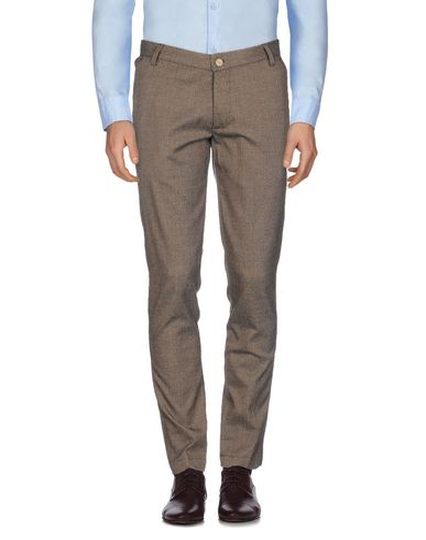 Фото - Повседневные брюки от KOON темно-коричневого цвета