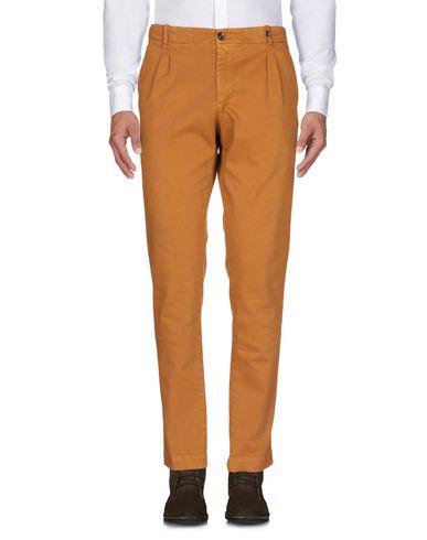 Фото 2 - Повседневные брюки от MYTHS коричневого цвета