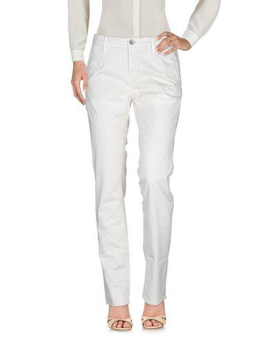 Фото 2 - Повседневные брюки от SIVIGLIA WHITE бежевого цвета