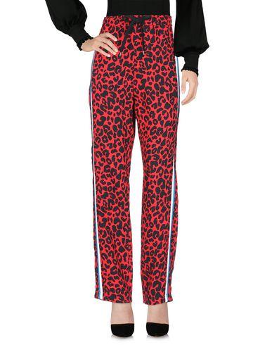 Фото 2 - Повседневные брюки красного цвета