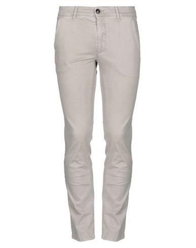 Фото - Повседневные брюки от JULIAN KEEN светло-серого цвета