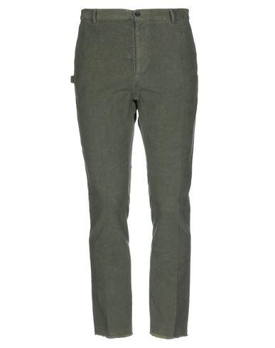 Фото - Повседневные брюки от DANIELE ALESSANDRINI HOMME цвет зеленый-милитари