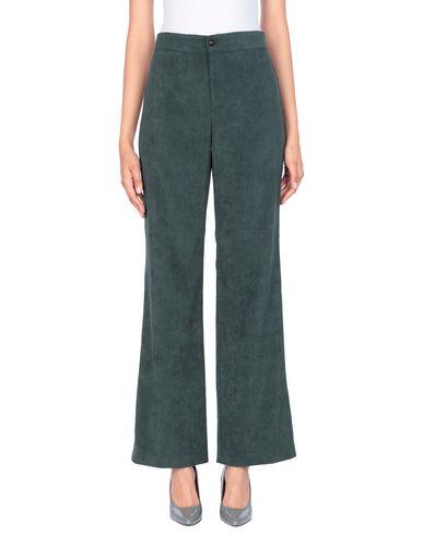 Фото - Повседневные брюки от GRETHA Milano темно-зеленого цвета