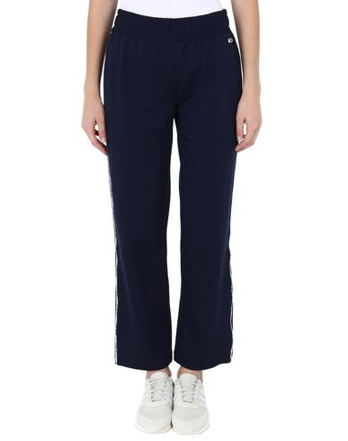 Фото 2 - Повседневные брюки от TOMMY JEANS темно-синего цвета