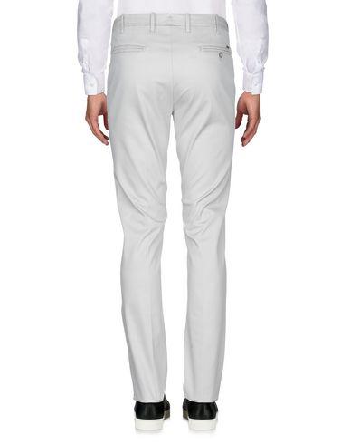 Фото 2 - Повседневные брюки от CORNELIANI ID светло-серого цвета