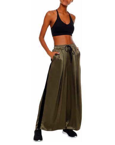 Фото 2 - Повседневные брюки от KORAL зеленого цвета