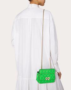 Мини-сумка Rockstud Spike из флуоресцентной телячьей кожи Превью коллекции