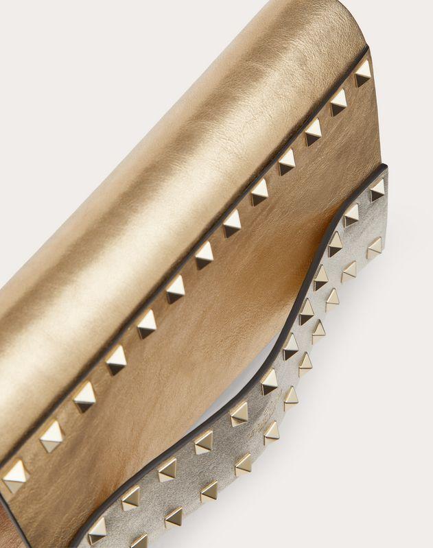 Petit sac à bandoulière Rockstud en veau métallisé à effet craquelé