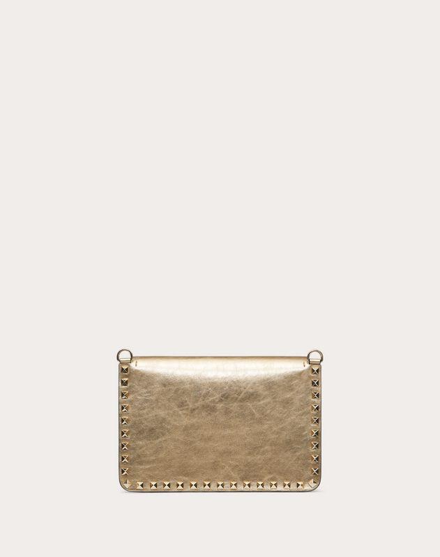Маленькая сумка на ремешке Rockstud из металлизированной телячьей кожи с эффектом кракелюра