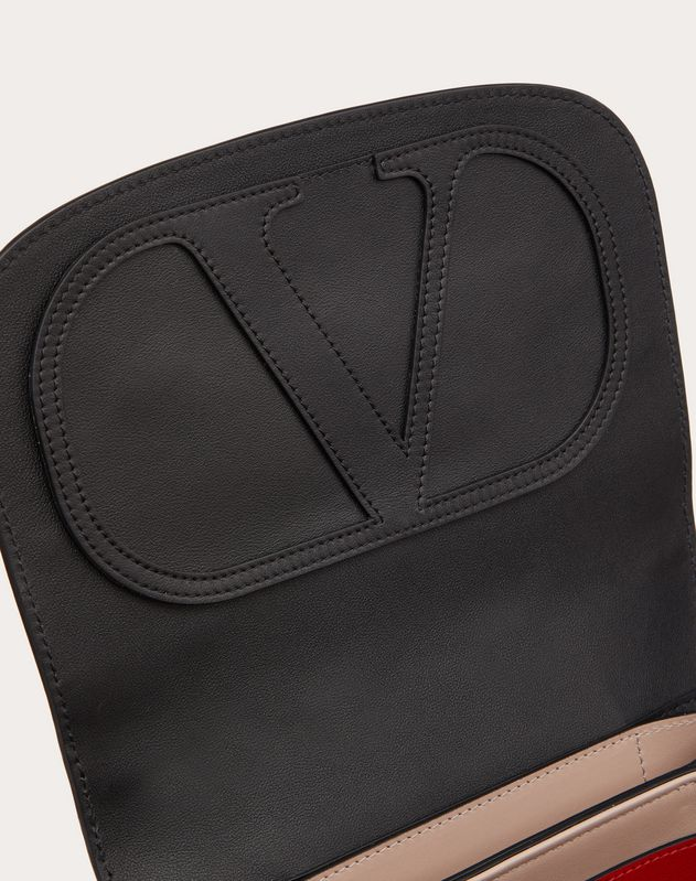Crossbody Bag VLOCKER aus Kalbsleder mit Mini-Metalllogos