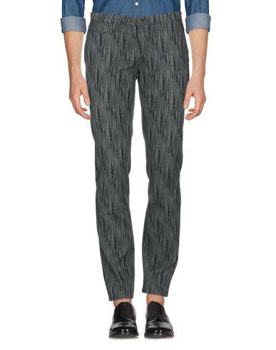 Фото 2 - Повседневные брюки от SIVIGLIA WHITE темно-зеленого цвета