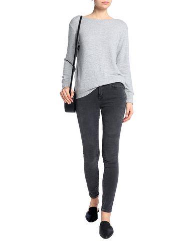 Фото 2 - Женский свитер LNA серого цвета