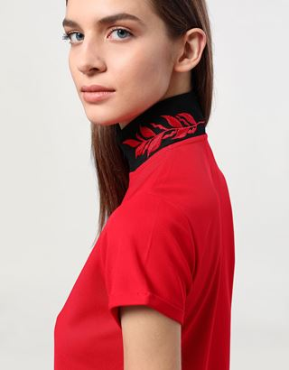Scuderia Ferrari Online Store - Women's polo shirt in technical piqué with zip and laurel embroidery - Short Sleeve Polos