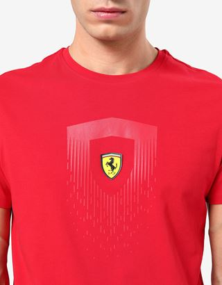 Scuderia Ferrari Online Store - Мужская хлопковая футболка с принтом Scudetto Ferrari - Футболки с короткими рукавами