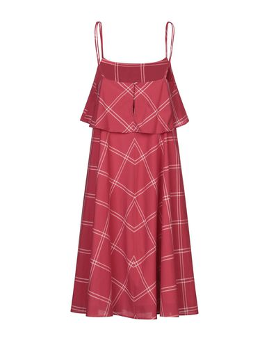 Фото 2 - Платье до колена от MI.YA красного цвета