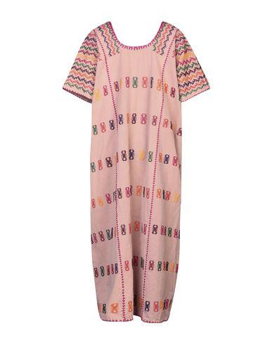 Фото 2 - Женское длинное платье PIPPA HOLT пастельно-розового цвета
