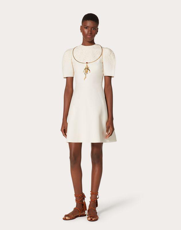 Kurzes Kleid aus Crêpe Couture und Heavy Lace