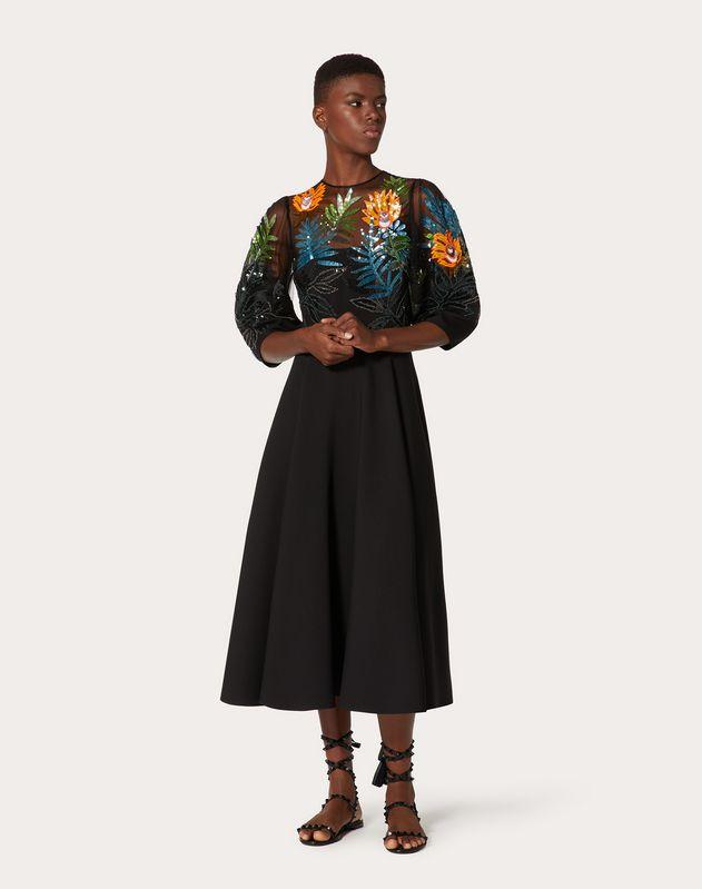 Robe brodée en crêpe couture